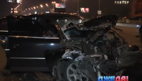 В столице пьяница разбил два авто и бус