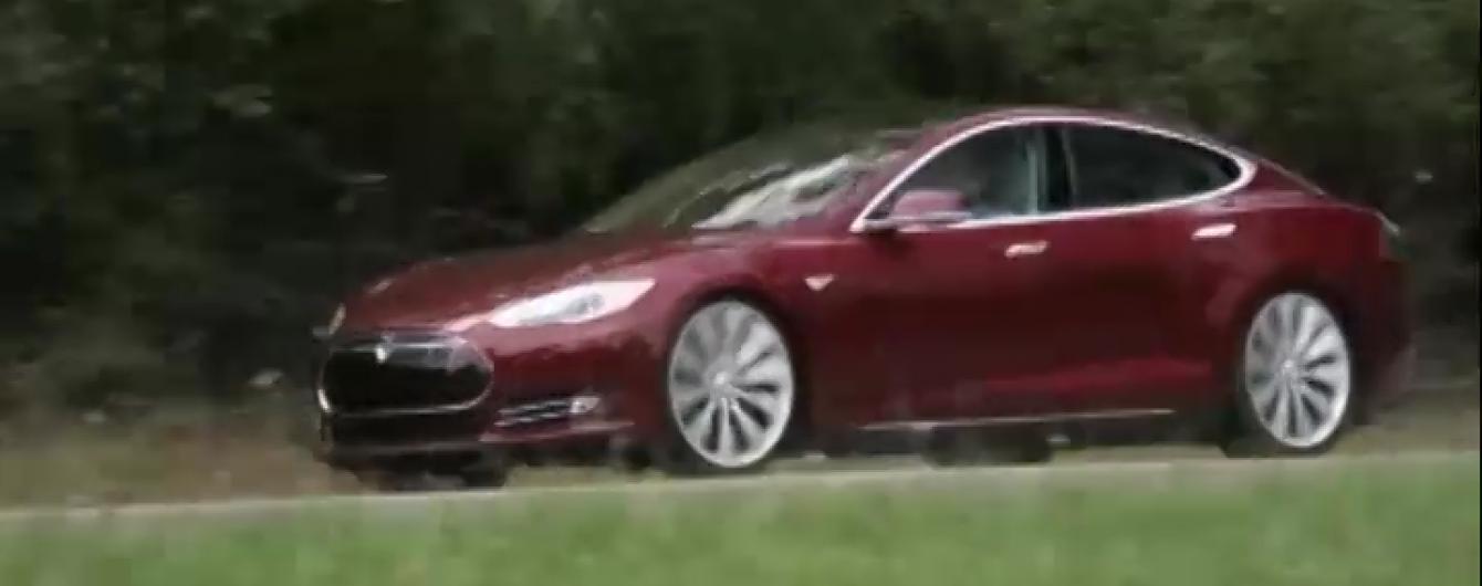 Tesla на автономном управлении принес владельцу первый штраф