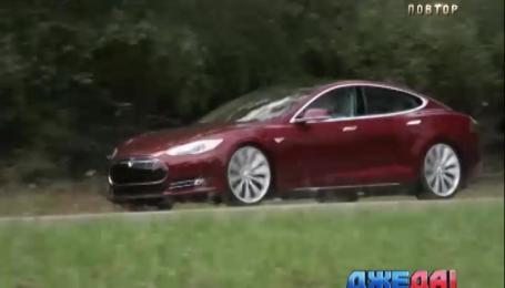 Tesla на автономном управлении принесла владельцу первый штраф