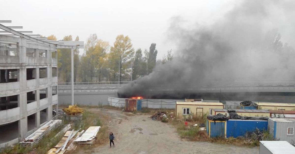 Возле аэропорта «Борисполь» Mercedes влетел на скорости в бетонную эстакаду @ facebook.com/pavlo.skala