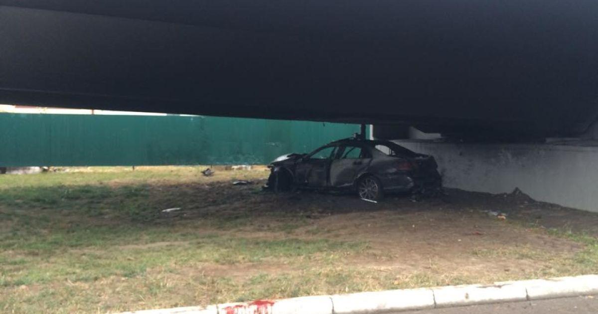 Возле аэропорта «Борисполь» Mercedes влетел на скорости в бетонную эстакаду @ Фото Валерии Ковалинской/ТСН