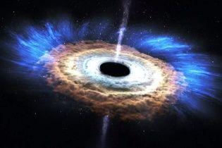 Ученые обнаружили черную дыру массой 800 миллионов Солнц