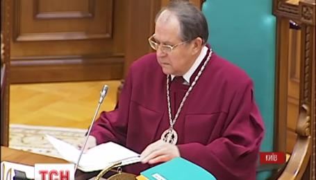 Конституційний суд повернувся до розгляду питання про люстрацію