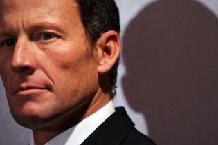Легендарный велогонщик Армстронг признался в подкупе соперника на соревнованиях 20-летней давности