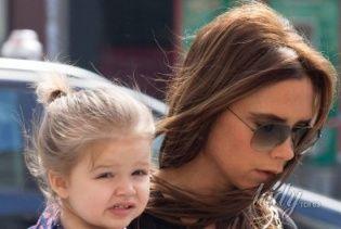 Вместо соски – маникюр: Виктория Бекхэм отвела четырехлетнюю дочь в салон красоты
