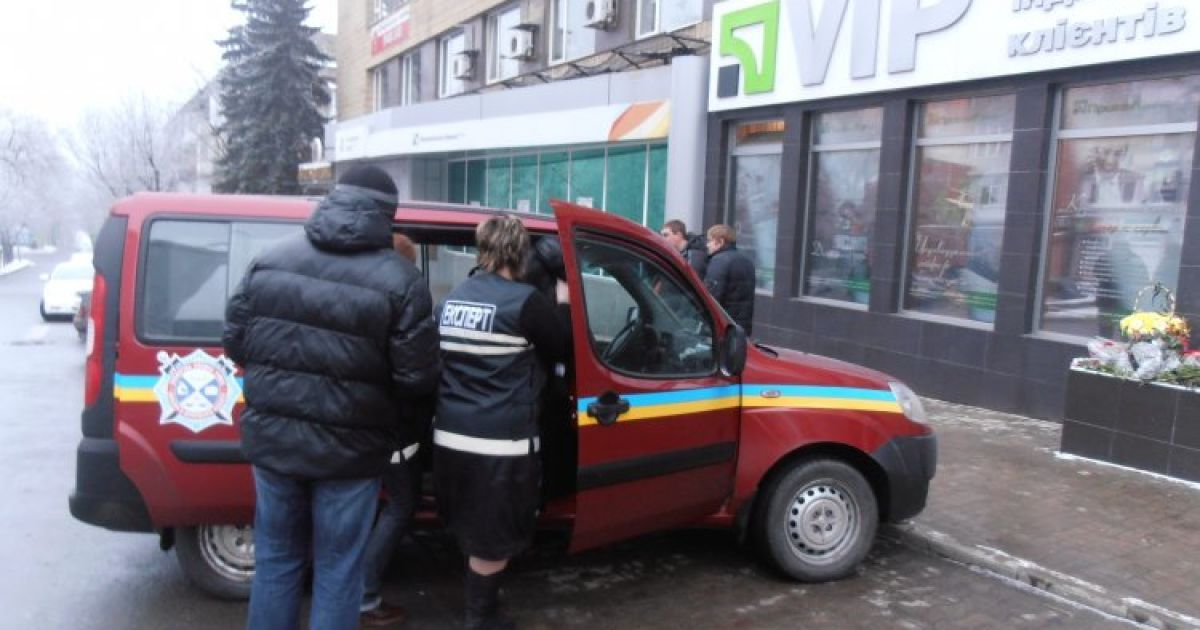 Двое неизвестных напали на инкассаторскую машину, убив троих человек