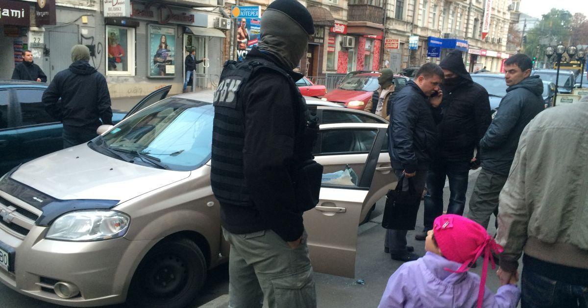 В Киеве СБУ задержала авто с луганскими номерами @ Фото Валерии Ковалинской/ТСН