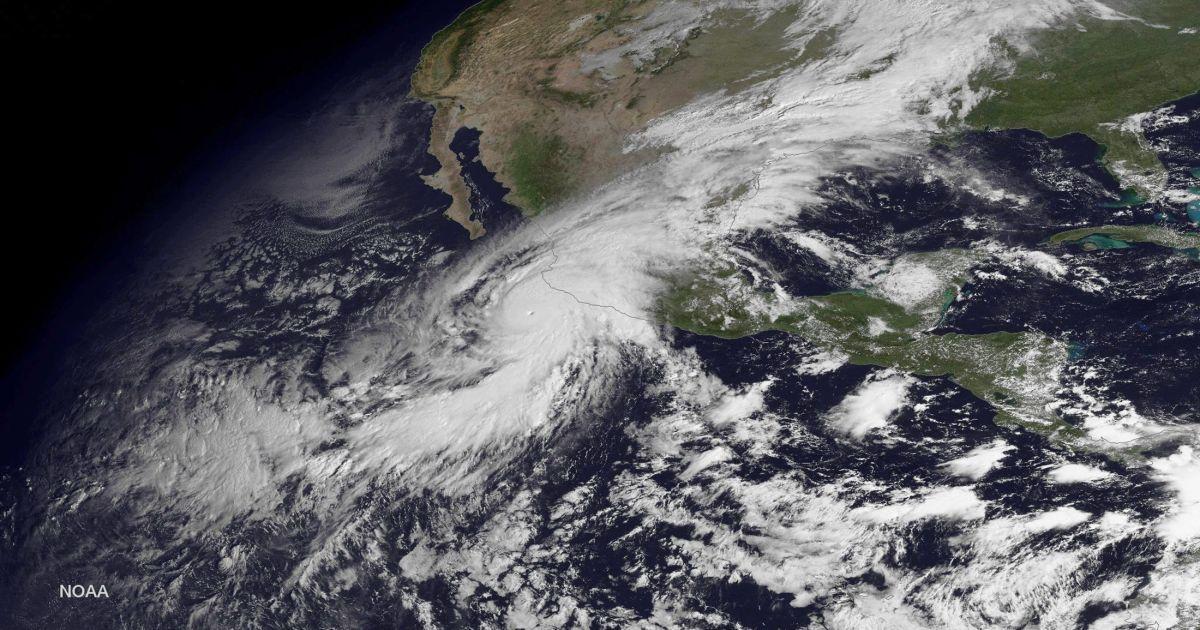 """Фото урагана """"Патрисия"""" из космоса @ NASA"""