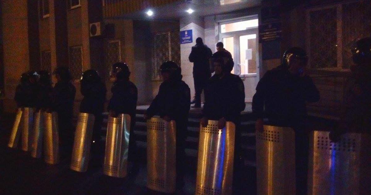 В прифронтовом Красноармейске силовики окружили здание горсовета