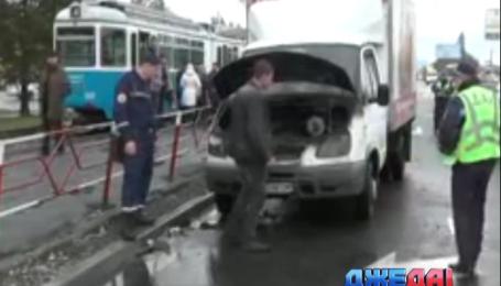 В Виннице среди города загорелся автомобиль