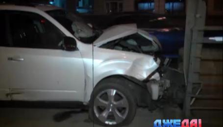 Пьяный водитель в столице не разминулся с отбойником