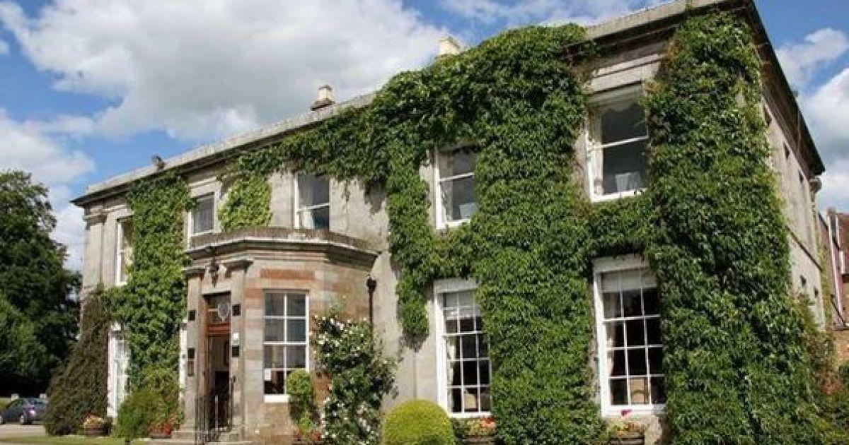 Британский турист показал жуткое фото призрака в гостиничном номере