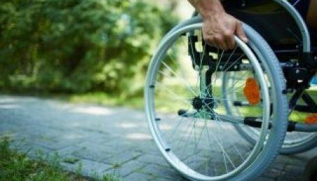 Инвалидов на колясках приравняют к транспорту