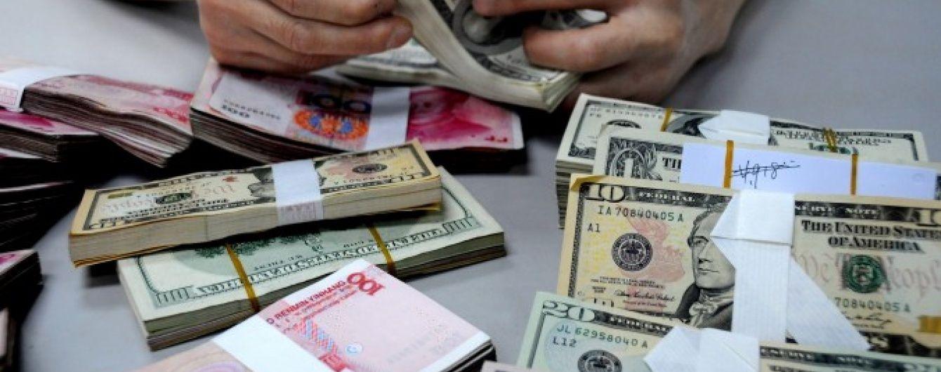 Долар здорожчав, а євро здешевшав у курсах  Нацбанку. Інфографіка