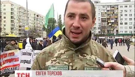 Под стенами ЦИК призывают не нарушать закон на выборах Павлограде