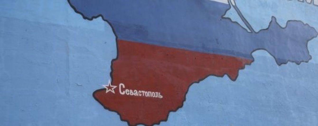 У Криму масово штурмують банкомати, люди вишикувалися у величезні черги