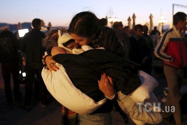 Судно із сотнями мігрантів перекинулося біля грецького Лесбосу
