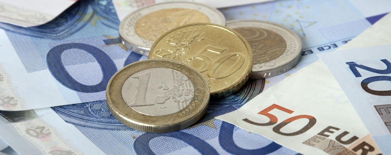 Євро знову сягнув рекордного за останні два з половиною роки показника в курсах НБУ. Інфографіка