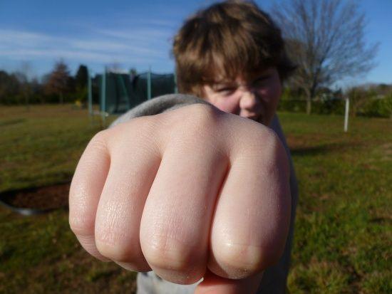 У Чернігові школярі познущалися з 10-річної дівчинки, поліція відкрила кримінальне провадження