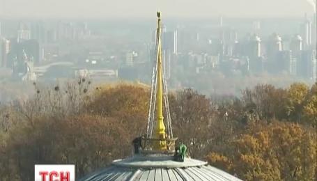 Купол Верховной Рады Украины с сегодняшнего дня украшает символ украинского государства
