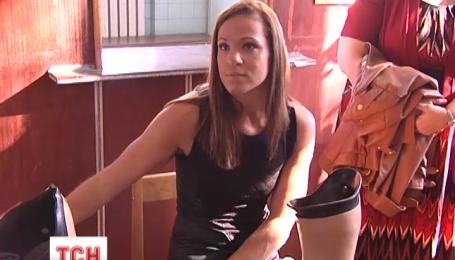 Американская параолимпийская чемпионка приехала в госпиталь к украинским бойцам