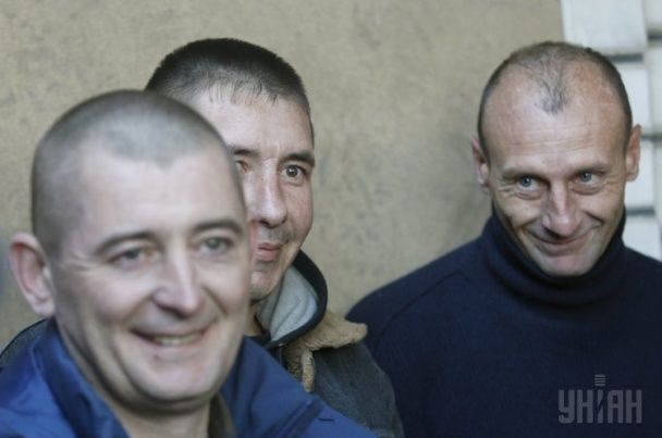 Посмішки і сигарети: з'явилися фото обміну полоненими у Щасті
