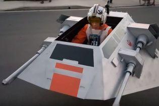 Изобретательный папа превратил инвалидную коляску сына в корабль из Star Wars