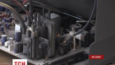 В Житомире из-за кражи кабеля в пятиэтажке сгорела бытовая техника