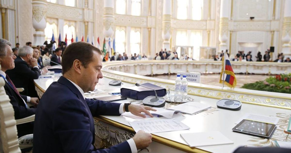 Росія введе економічні санкції проти України – Медведєв