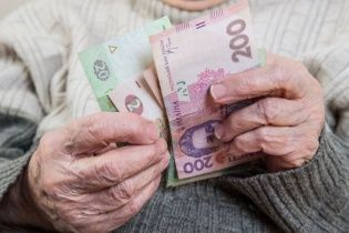 Кабмін зняв обмеження та підвищив пенсії і соцвиплати окремим категоріям громадян