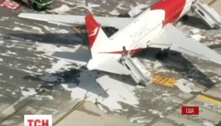 В аэропорту Флориды загорелся самолет с пассажирами на борту