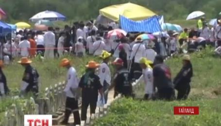 Волонтеры провели благотворительную акцию на тайском кладбище
