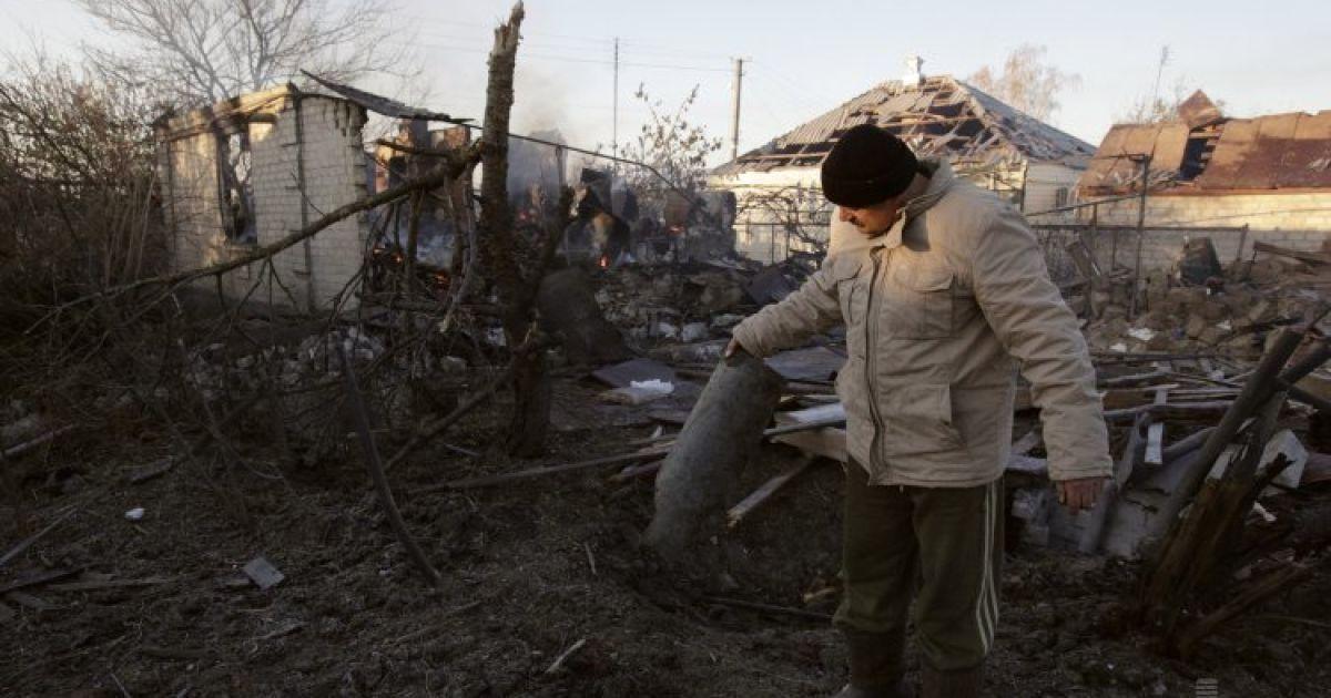 Сватове розгромлене через вибухи снарядів на військовому складі.