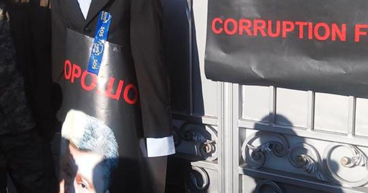 Активісти навідалися до будинку Порошенка @ facebook.com/Семен Семенченко