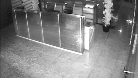 """Обыски в офисе политсовета """"УКРОПа"""". Видео с камер наблюдения"""