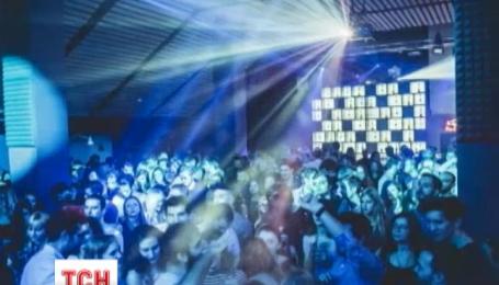 В румынском ночном клубе из-за пожара погибли 27 подростков