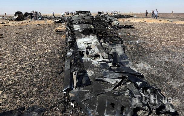 Опубліковані нові фото з місця падіння Airbus А321: розкидані дитячі речі і обгорілі уламки літака