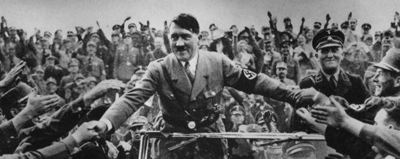 В Великобритании на аукционе продали альбом с личными снимками Гитлера
