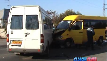 В Днепропетровске не поделили дорогу две маршрутки