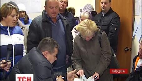 Жители села Гореничи осадили местную избирательную комиссию