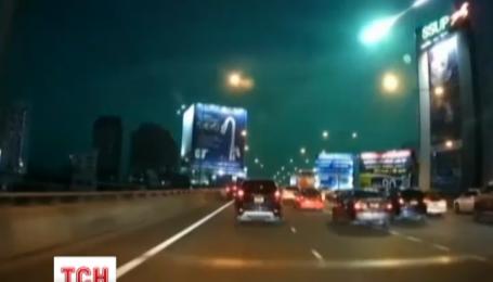 Над столицею Таїланду пролетіла величезна вогняна куля