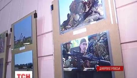 У Дніпропетровську відкрилася фото-виставка бійця 93 механізованої бригади