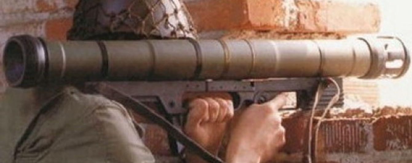Двоє волонтерів потрапили під гранатометний обстріл поблизу Пісків