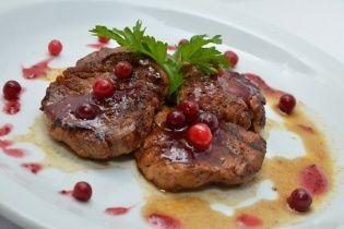 Рецепт филе Россини с ягодным соусом от Руслана Сеничкина