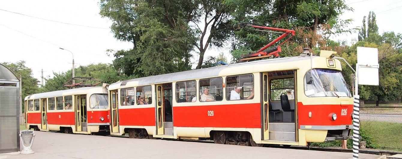 У Києві трамвай переїхав людину на пішохідному переході