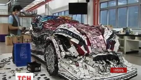 Тайваньский художник собрал автомобиль из старых мобильных телефонов