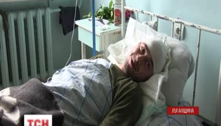 Раненого под Трехизбенкой бойца перевели из реанимации в обычную палату