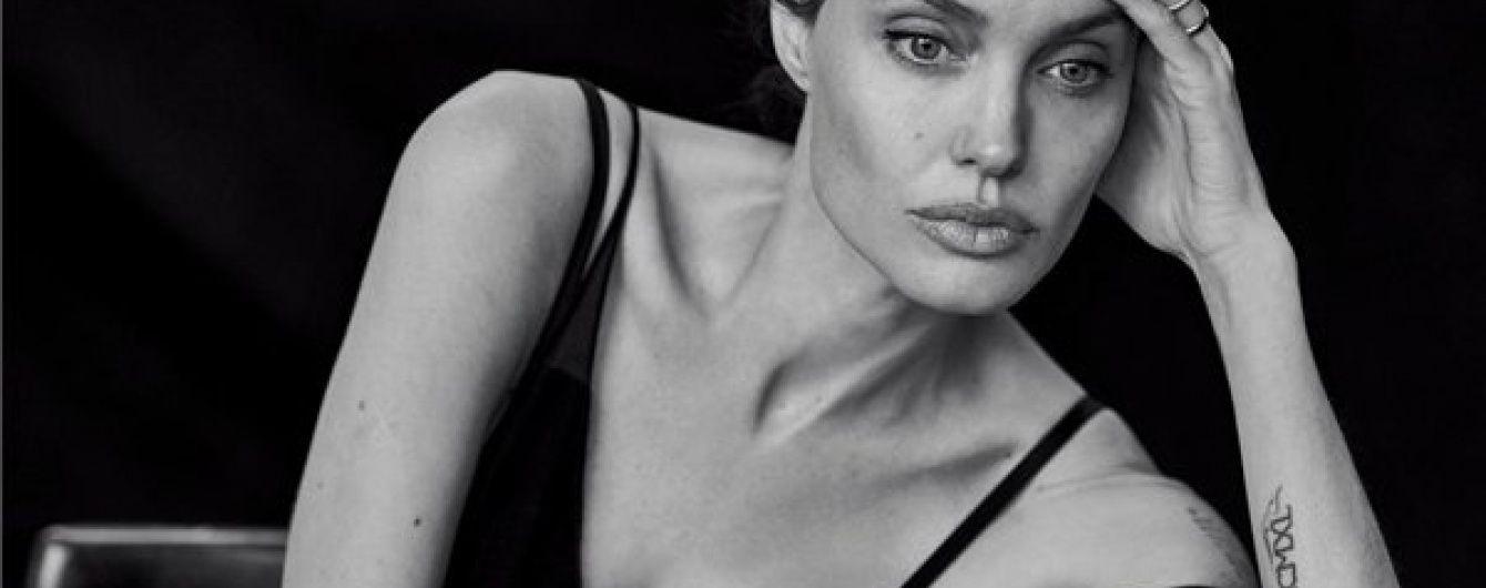Анджеліна Джолі потайки від Пітта всиновила сьому дитину – ЗМІ