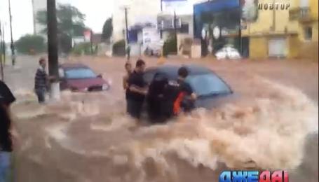 Наводнение уничтожило дороги в Португалии