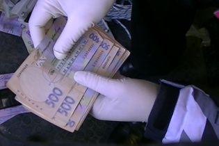 """На Киевщине чиновник налоговой службы """"погорел"""" на взятке за выдачу свидетельств"""